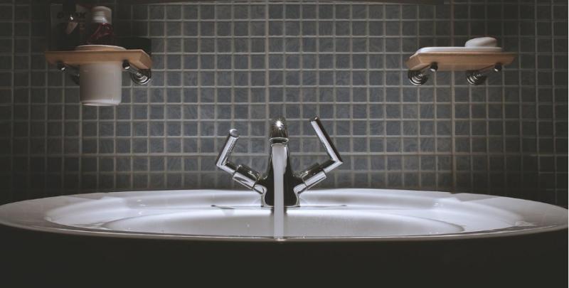 Cómo limpiar azulejos del baño