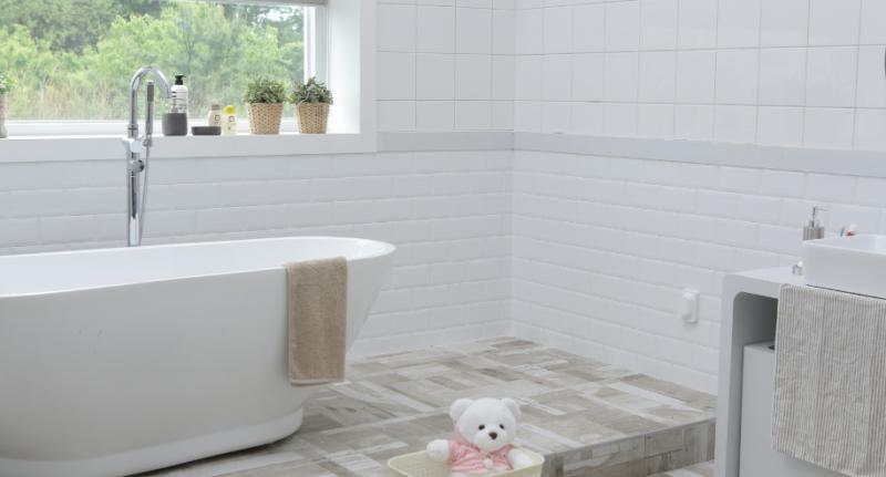 Guía Rápida: Cómo limpiar azulejos del baño