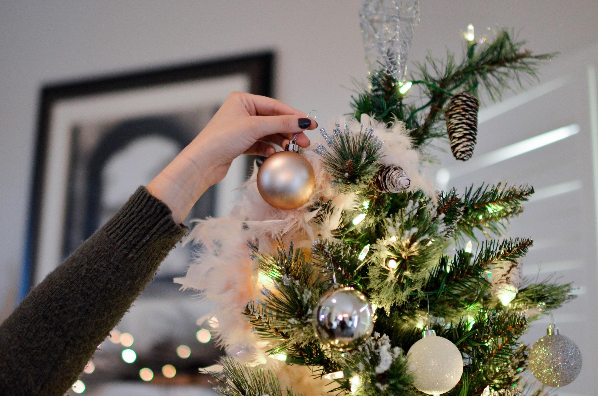 Abre la puerta a la navidad decora tu casa con bajo presupuesto