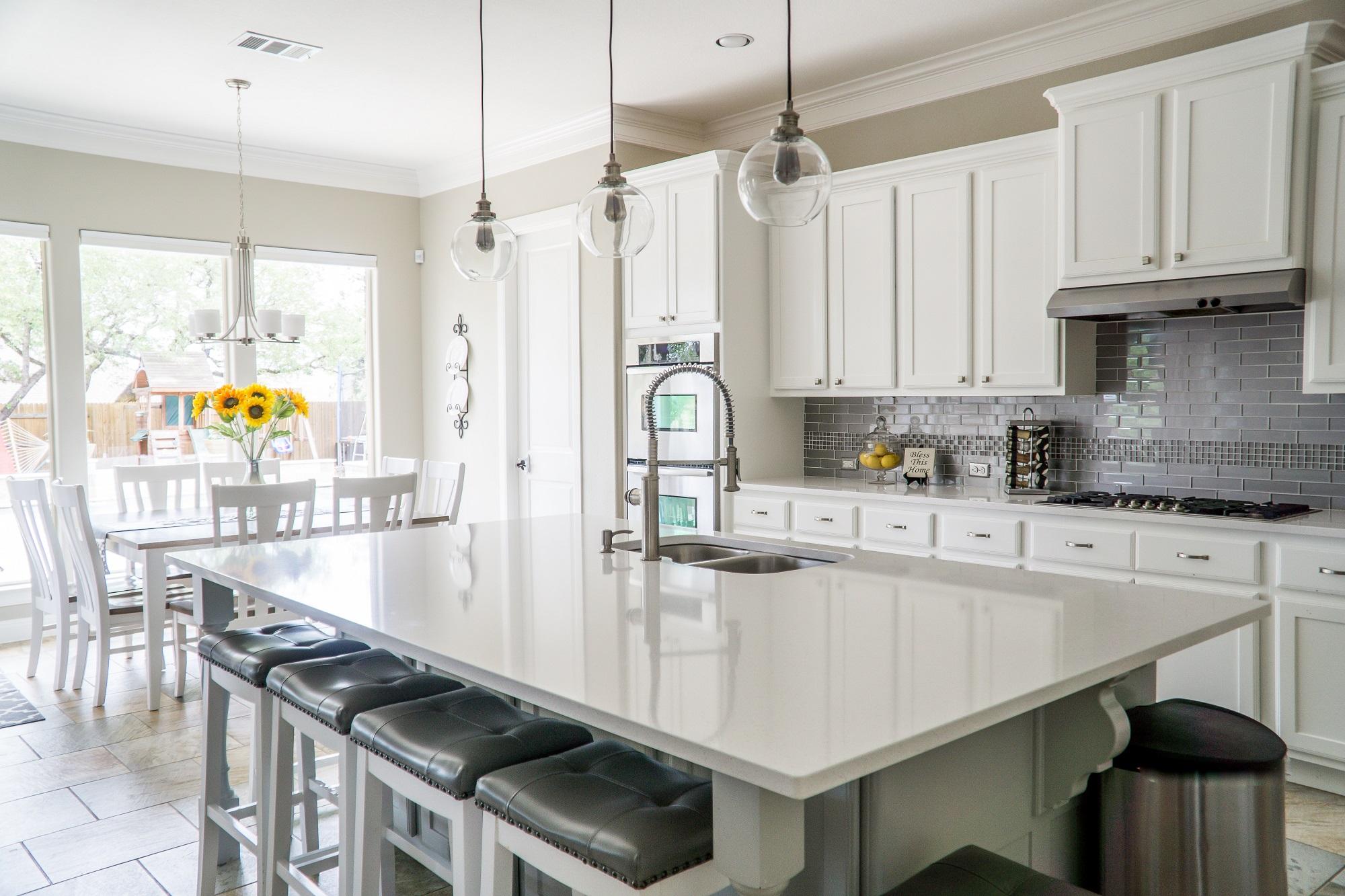 Cómo limpiar los muebles de la cocina para que quede impecable