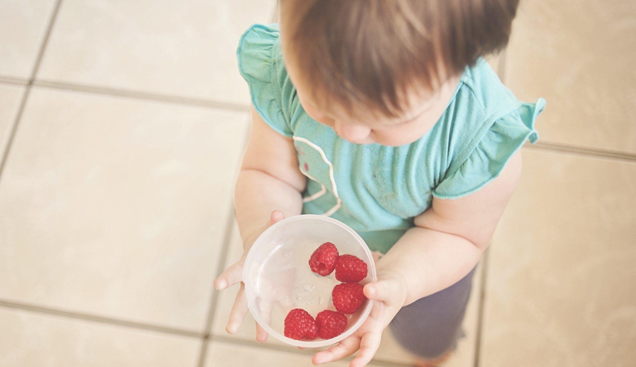 tareas niños dentro del hogar