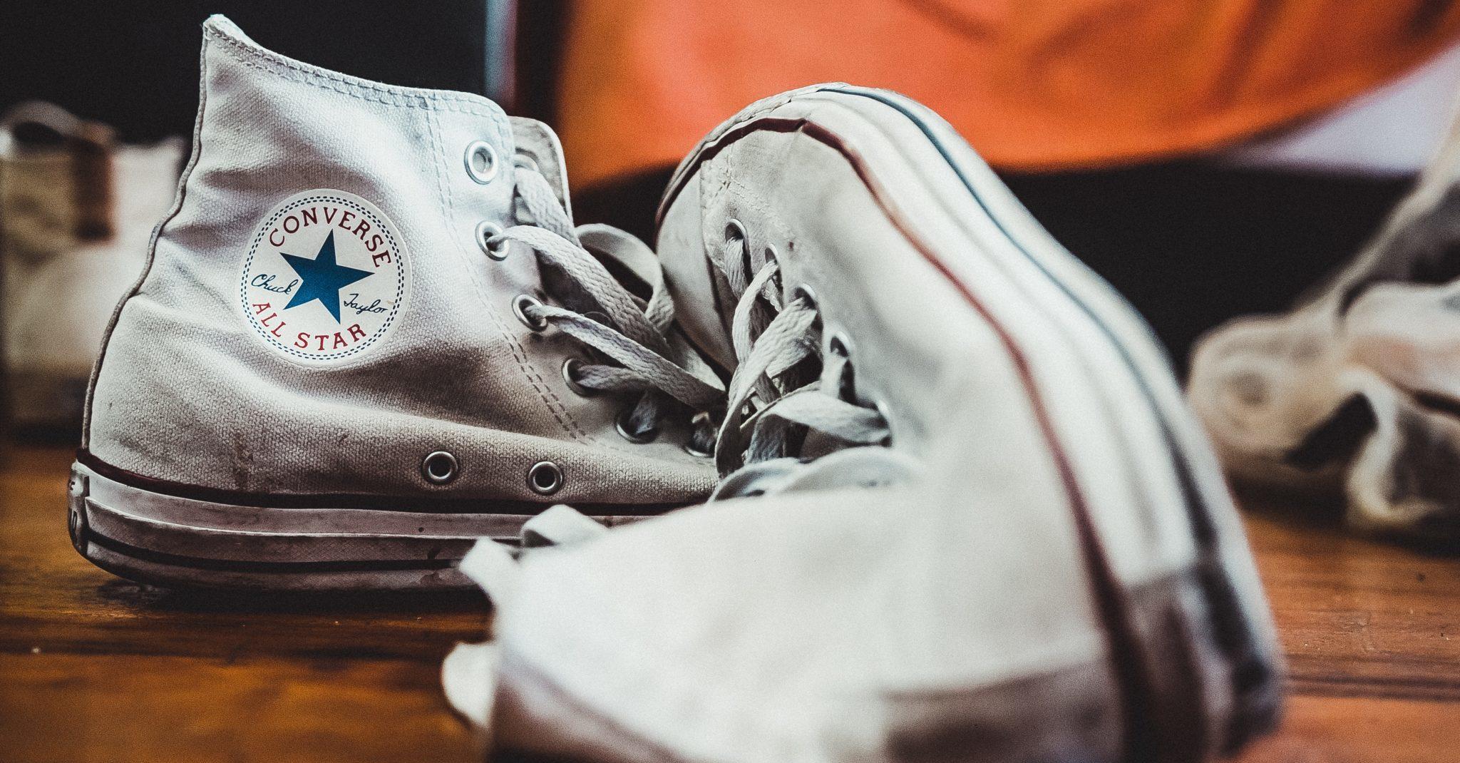 como limpiar zapatillas blancas de tela