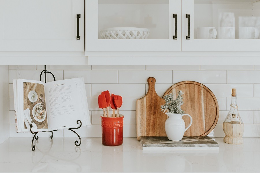clean kitchen tiles to stay bright