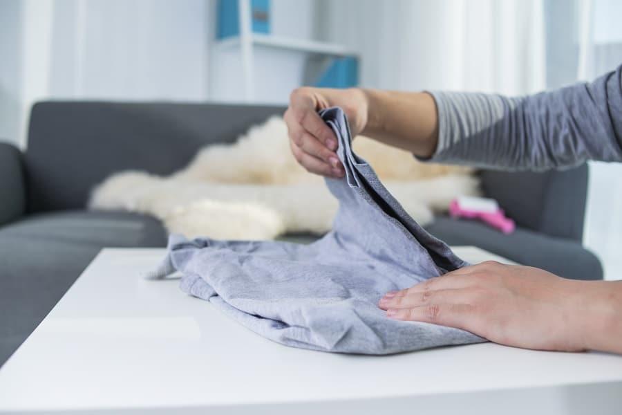 como guardar la ropa para que ocupe menos