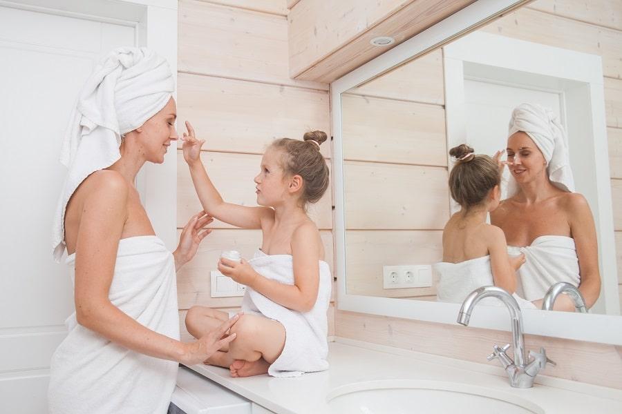 como limpiar moho del cuarto de baño